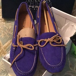 Sperry LAURA cobalt suade driving shoes.